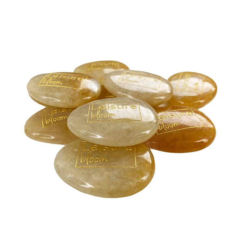 Gele jade worry stone