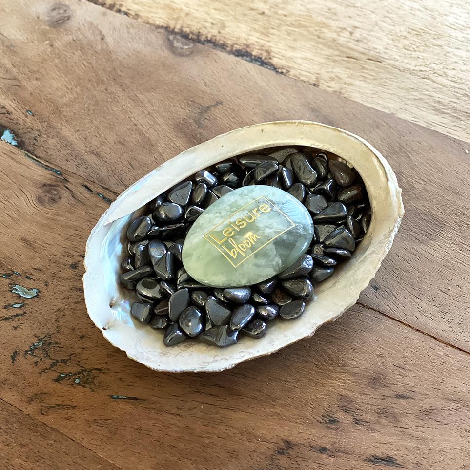 hemaliet in abalone schelp