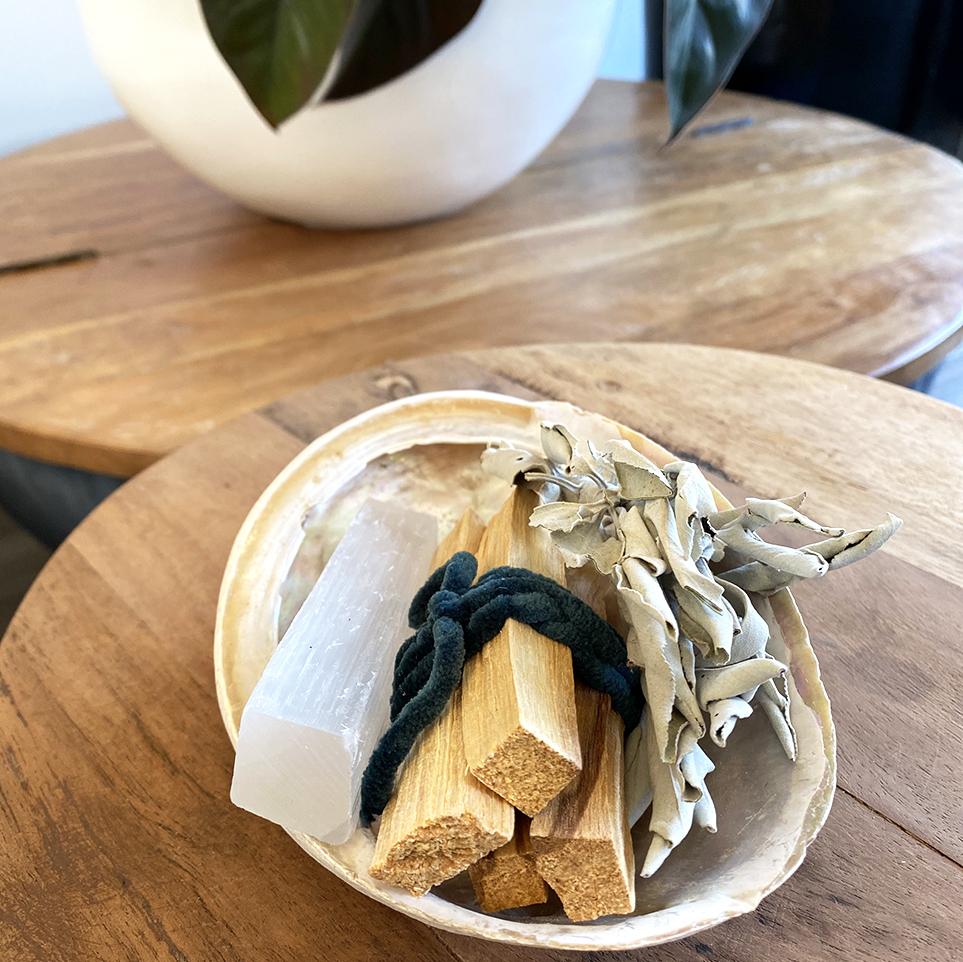 seleniet in abaloneschelp palo santo salie